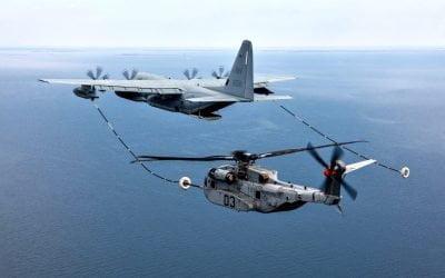 """Αεροσκάφος """"Hercules"""" ανεφοδιάζει ελικόπτερο CH-53K στον αέρα   VIDEO"""