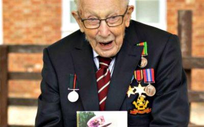 Βετεράνος πολέμου μάζεψε 32 εκ. € για το Βρετανικό Σύστημα Υγείας και γιόρτασε τα 100α γενέθλια του   VIDEO