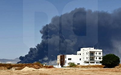 Πυρκαγιά στην κατεχόμενη Μια Μηλιά | Φωτογραφίες