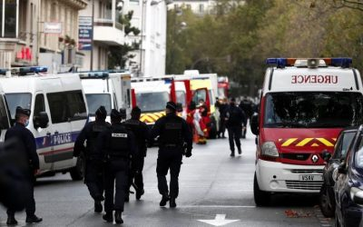 People injured in a knife attack in Paris near the former Charlie Hebdo office – VIDEO