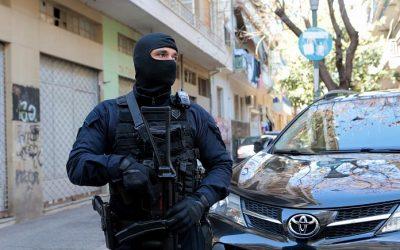 Κουκάκι | Εντοπίστηκε γιάφκα με όπλα και εκρηκτικά- Τρεις συλλήψεις