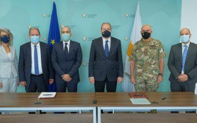 Υπουργείο Άμυνας, επικεφαλής επιστήμονας και ΙδΕΚ υπέγραψαν μνημόνιο συνεργασίας – Φωτογραφίες