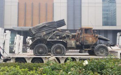 """Τα αρμένικα άρματα παρέλασαν ως """"λάφυρα"""" στους δρόμους του Μπακού – Βαρύς ο απολογισμός για την Αρμενία – VIDEO"""