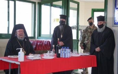 Σε φυλάκια της πράσινης γραμμής ο Αρχιεπίσκοπος