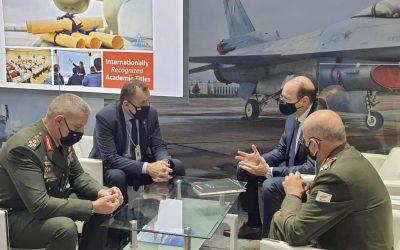 IDEX 2021 | Πετρίδης και Ζερβάκης ενημερώθηκαν για οπλικά συστήματα – Συνάντηση με την Στρατιωτική ηγεσία των ΗΑΕ
