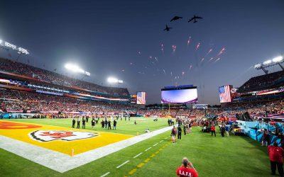 Super Bowl | Μαγευτικές εικόνες από τις διελεύσεις των βομβαρδιστικών αεροσκαφών πάνω από το στάδιο – VIDEO & Φωτογραφίες