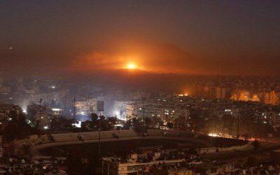 Συρία | Αεροπορικές επιδρομές του Ισραήλ σε Δαμασκό, Χομς, Χάμα, Λαττάκεια – VIDEO