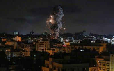 Αεροπορικά πλήγματα του Ισραήλ στη Λωρίδα της Γάζας σε αντίποινα για τα εμπρηστικά μπαλόνια