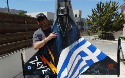 """Ο Κύπριος αερομοντελιστής Νίκος Άστρας με το F-16 """"Ζεύς"""" στην """"DЯ"""" – Φωτογραφίες & VIDEO"""